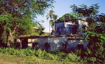 The deserted villas of Kep